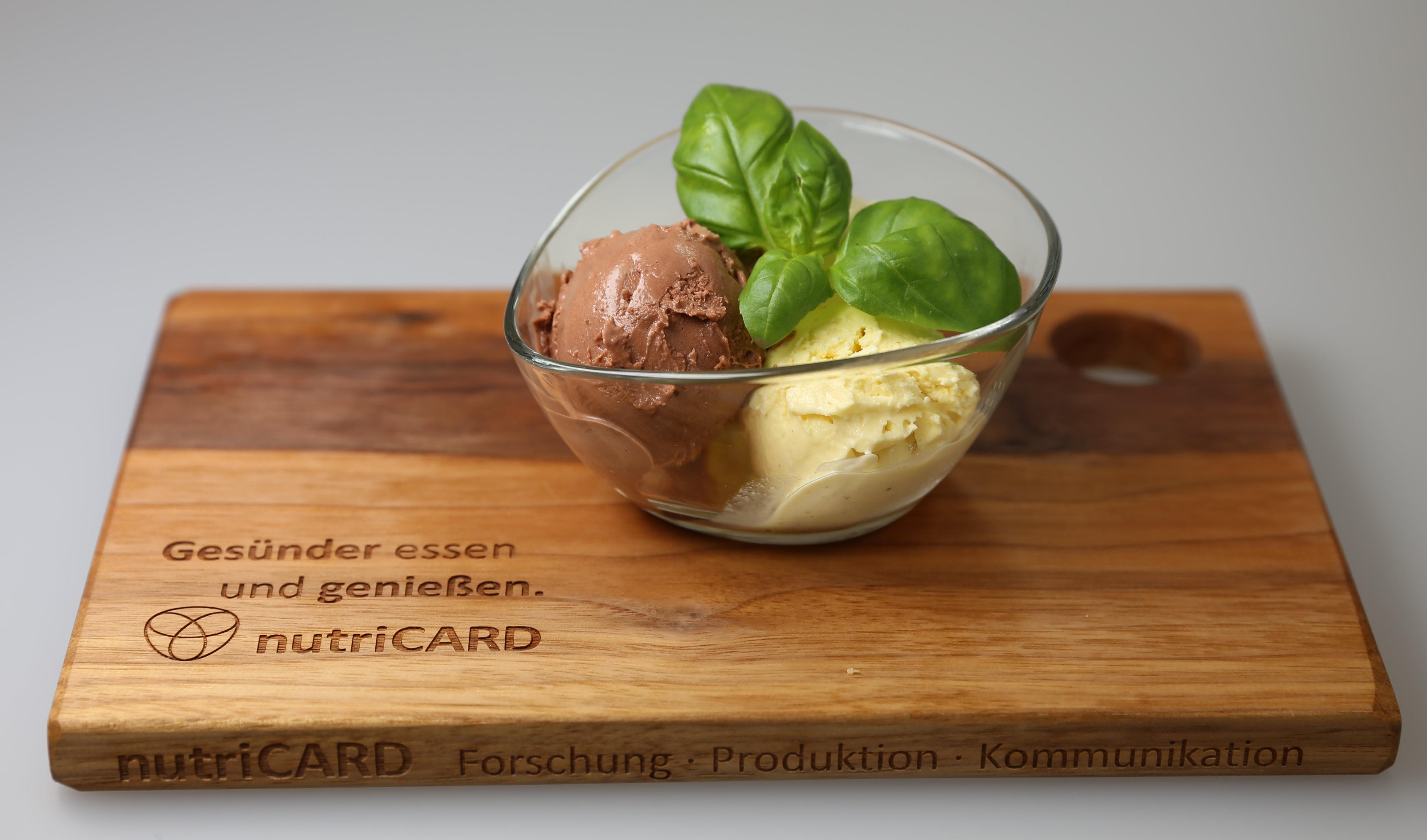 In nutriCARD entwickelte Eissorten in den Geschmacksrichtungen Schokolade und Vanille mit mindestens 30 Prozent weniger Zucker, aber trotzdem cremig und vollmundig im Geschmack.